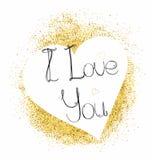 Tarjeta de felicitación con el corazón y letras te amo en brillo del oro ilustración del vector