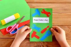 Tarjeta de felicitación con las herramientas de papel Fotos de archivo libres de regalías
