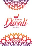 Tarjeta de felicitación con las letras de la mano de Diwali feliz, del ornamento indio y de la lámpara en el fondo blanco Ilustración del Vector
