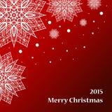 Tarjeta de felicitación con los copos de nieve en fondo rojo Foto de archivo libre de regalías