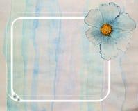 Tarjeta de felicitación con una flor azul handmade Pintura de la acuarela Imagenes de archivo