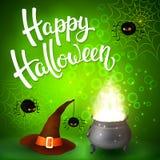 Tarjeta de felicitación de Halloween con la caldera de la bruja, el sombrero, las letras enojadas de las arañas, de la red y del  Fotos de archivo