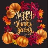 Tarjeta de felicitación de la acción de gracias Hojas manuscritas de la caligrafía y de otoño del cepillo, bayas y calabazas libre illustration