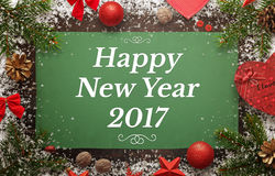 Tarjeta de felicitación de la Feliz Año Nuevo con las decoraciones del invierno y de la Navidad Imágenes de archivo libres de regalías