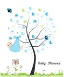 Tarjeta de felicitación de la fiesta de bienvenida al bebé illusytration con las nubes, el sol y el cochecillo Hecho de árbol del Fotografía de archivo libre de regalías