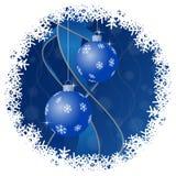 Tarjeta de felicitación de la Navidad - bolas con los copos de nieve libre illustration