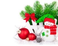 Tarjeta de felicitación de la Navidad con el abeto de la rama del muñeco de nieve Imágenes de archivo libres de regalías
