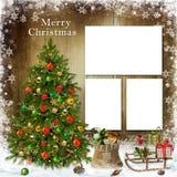 Tarjeta de felicitación de la Navidad con el marco, el árbol de navidad y los regalos Imagenes de archivo