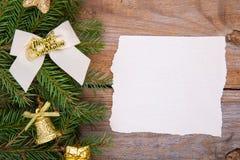Tarjeta de felicitación de la Navidad con la decoración Imágenes de archivo libres de regalías