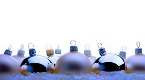Tarjeta de felicitación de la Navidad con las bolas de la Navidad Foto de archivo