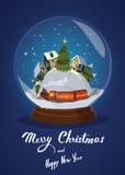 Tarjeta de felicitación de la Navidad con las casas en la bola de nieve de cristal Foto de archivo