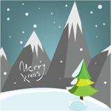 Tarjeta de felicitación de la Navidad de Decprative con el árbol y la nieve de pino de montañas Foto de archivo libre de regalías