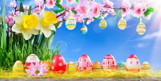 Tarjeta de felicitación de Pascua con el flor del melocotón Imagenes de archivo