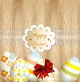 Tarjeta de felicitación de Pascua con los huevos, el cordón y la bandera en backgr de madera libre illustration