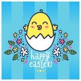Tarjeta de felicitación de Pascua con un pollo lindo en el huevo Foto de archivo libre de regalías