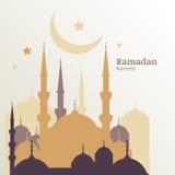 Tarjeta de felicitación de Ramadan Kareem con la silueta de la mezquita de oro, m libre illustration