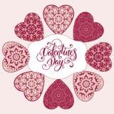 Tarjeta de felicitación decorativa de la tarjeta del día de San Valentín con los corazones y las letras adornados florales Fotografía de archivo
