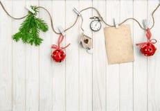 Tarjeta de felicitación del arreglo de la Navidad Ramificaciones del árbol de navidad Fotos de archivo libres de regalías