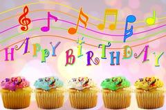 Tarjeta de felicitación del cumpleaños con la magdalena Imagenes de archivo
