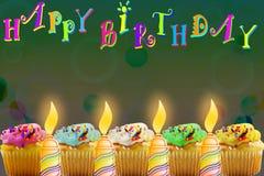 Tarjeta de felicitación del cumpleaños con la magdalena y la vela Fotos de archivo libres de regalías