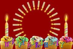 Tarjeta de felicitación del cumpleaños con la magdalena y las velas Fotografía de archivo
