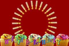 Tarjeta de felicitación del cumpleaños con la magdalena y las velas Imagenes de archivo