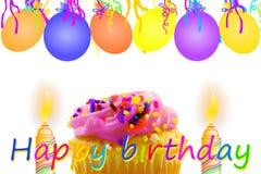Tarjeta de felicitación del cumpleaños con la tira y las velas del globo de la magdalena Fotos de archivo