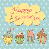Tarjeta de felicitación del cumpleaños con las magdalenas dulces Imagen de archivo