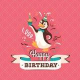 Tarjeta de felicitación del cumpleaños del vintage con un illustratio del vector del pingüino Fotografía de archivo libre de regalías