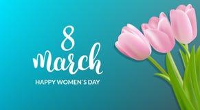 Tarjeta de felicitación del día de la mujer 8 de marzo fondo del día de fiesta Ramo y caligrafía de los tulipanes Imagen de archivo