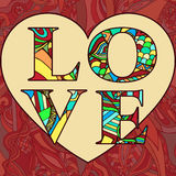 Tarjeta de felicitación del día de tarjeta del día de San Valentín Amor de letras multicoloras modeladas en un fondo rojo del cor Foto de archivo libre de regalías