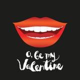Tarjeta de felicitación del día de tarjeta del día de San Valentín Mujer sonriente con los labios rojos y los dientes blancos Fotografía de archivo