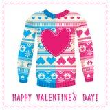 Tarjeta de felicitación del día de tarjeta del día de San Valentín. Suéter caliente con los búhos y los corazones Fotos de archivo