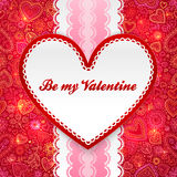 Tarjeta de felicitación del día de tarjetas del día de San Valentín con el corazón y la cinta Fotografía de archivo