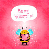 Tarjeta de felicitación del día de tarjetas del día de San Valentín con la abeja y el corazón Imagen de archivo libre de regalías
