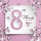 Tarjeta de felicitación del día del ` s de las mujeres con diseño floral y de la mariposa del papel del corte y el fondo rosado c Imagenes de archivo