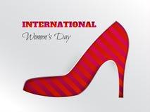 Tarjeta de felicitación del día del ` s de las mujeres con la silueta cuted del zapato rayado rosado Fotos de archivo libres de regalías