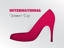 Tarjeta de felicitación del día del ` s de las mujeres con la silueta cuted del zapato rosado Fotografía de archivo