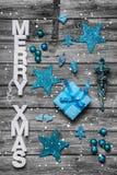 Tarjeta de felicitación elegante lamentable de la Navidad con el texto - adornado en whi Fotografía de archivo libre de regalías