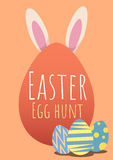 Tarjeta de felicitación feliz de pascua con el conejito y el huevo de Pascua Fotos de archivo