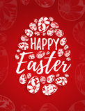 Tarjeta de felicitación feliz de Pascua con las letras dibujadas mano y huevos blancos con los elementos florales ilustración del vector