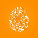 Tarjeta de felicitación feliz de Pascua con las letras y los elementos florales adentro libre illustration
