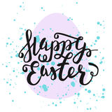Tarjeta de felicitación feliz de Pascua Letras dibujadas mano con el huevo y el wa Imagen de archivo libre de regalías