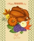 Tarjeta de felicitación feliz del día de la acción de gracias con las calabazas, las uvas, la vela y el pavo Imagen de archivo