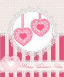 Tarjeta de felicitación feliz del día de tarjetas del día de San Valentín con dos corazones del cordón en estilo retro Ilustració Fotografía de archivo