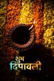 Tarjeta de felicitación feliz del diwali usando diya tradicional del diwali sobre rangoli de la flor Fotos de archivo libres de regalías