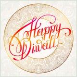 Tarjeta de felicitación feliz del oro de Diwali con la inscripción escrita mano