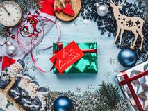Tarjeta de felicitación Feliz Navidad y Feliz Año Nuevo imagen de archivo