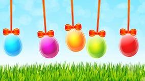 Tarjeta de felicitación feliz de Pascua con los huevos coloridos en vec de la hierba verde almacen de video