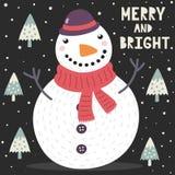 Tarjeta de felicitaci?n feliz y brillante de la Navidad con un mu?eco de nieve lindo y los ?rboles stock de ilustración